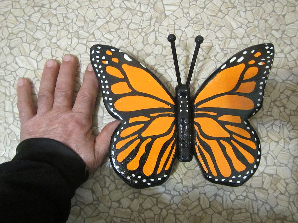 SMALL MONARCH